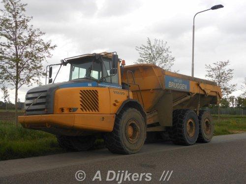 Foto van een Volvo A30E, opgebouwd als dumper / kipper.. Geplaatst door arjan-dijkers op 14-01-2017 om 15:33:58, op TractorFan.nl - de nummer 1 tractor foto website.