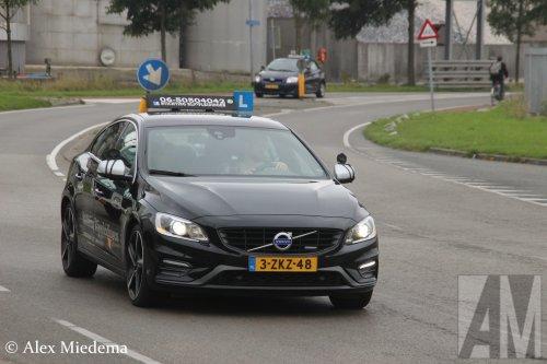 Foto van een Volvo S60, opgebouwd voor personenvervoer.. Geplaatst door Alex Miedema op 26-09-2017 om 22:39:15, op TractorFan.nl - de nummer 1 tractor foto website.
