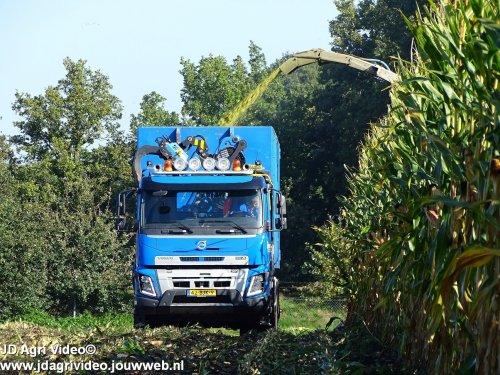 Foto van een Volvo FM 500, loonbedrijf Groot Zevert uit Beltrum aan het mais hakselen. ZIE OOK DE VIDEO  https://www.youtube.com/watch?v=N12N5nvW-TA