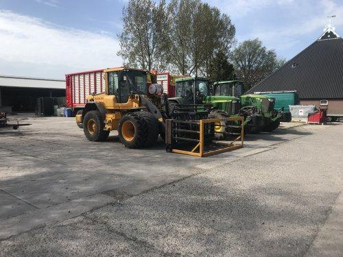 Foto van een Volvo L60F. Geplaatst door JDuitW op 24-04-2019 om 14:33:38, op TractorFan.nl - de nummer 1 tractor foto website.