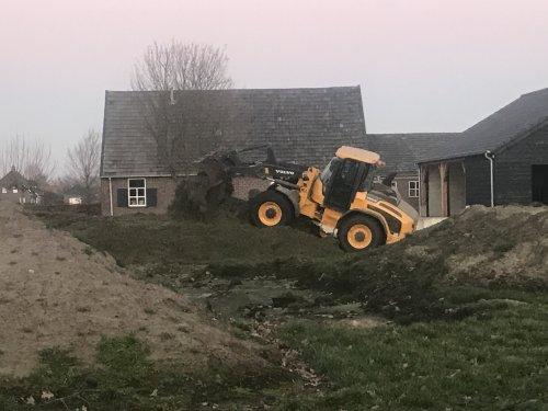 Foto van een Volvo L45H. Geplaatst door Dirkvbommel op 29-04-2019 om 15:17:32, op TractorFan.nl - de nummer 1 tractor foto website.