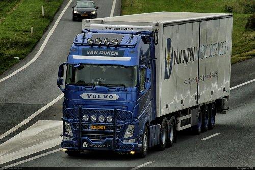 Kijk, daar heb je van Dijken Transport (Appingedam) × met een Volvo FH, opgebouwd voor koeltransport.