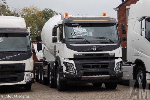 Kijk, daar heb je M.S. de Vries (Bitgum) × met een Volvo FMX 2nd gen, opgebouwd als mixer.. Geplaatst door Alex Miedema op 20-10-2019 om 18:19:30, op TractorFan.nl - de nummer 1 tractor foto website.