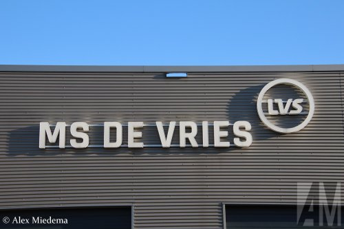 Kijk, daar heb je M.S. de Vries (Bitgum) × met een Volvo Logo, opgebouwd zonder opbouw.  https://youtu.be/2jmNwZ02tUM