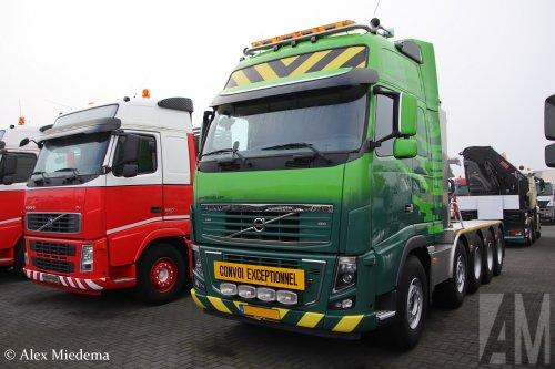 Hoondert (Kapelle) ×, Hoondert VOF (Heinkenszand) ×, Geurts Trucks (Andelst) × op de foto met een Volvo FH16 3rd gen, opgebouwd voor speciaal transport.