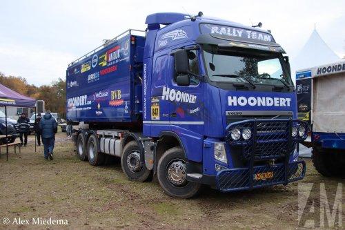 Hoondert (Kapelle) ×, Hoondert VOF (Heinkenszand) × op de foto met een Volvo FH 3rd gen, opgebouwd als rallytruck.  https://www.youtube.com/watch?v=LM5oixWEGl8