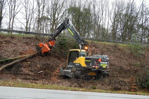 Bomen snoeien ter uitbereiding van de N348 bij Ommen  https://youtu.be/-zzqUvav38I. Geplaatst door pekkerietfan op 23-02-2020 om 13:30:14, met 14 reacties.