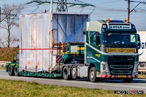 Foto van een Volvo FH 4th gen van Bolk Transport B.V. (Almelo) ×, opgebouwd voor speciaal transport.