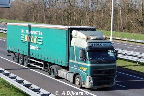 Bolk Transport B.V. (Almelo) × op de foto met een Volvo FH 3rd gen, opgebouwd als zeilenwagen.. Geplaatst door arjan-dijkers op 18-04-2020 om 18:02:57, op TractorFan.nl - de nummer 1 tractor foto website.