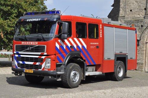 Een Volvo FM9 (4x4) opbouw Mucar-Godiva bouwjaar 2006 van kazerne Voorst. Foto Rene Boot.. Geplaatst door rene-boot op 06-11-2016 om 18:43:33, op TractorFan.nl - de nummer 1 tractor foto website.