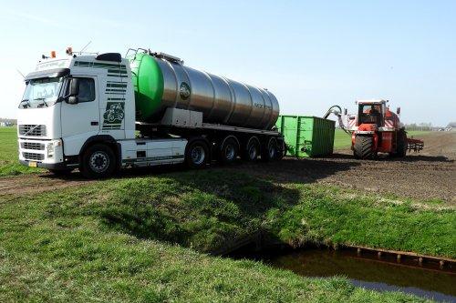 Mest uitrijden  https://youtu.be/Xjl0g86jeac. Geplaatst door pekkerietfan op 04-05-2021 om 08:50:11, op TractorFan.nl - de nummer 1 tractor foto website.