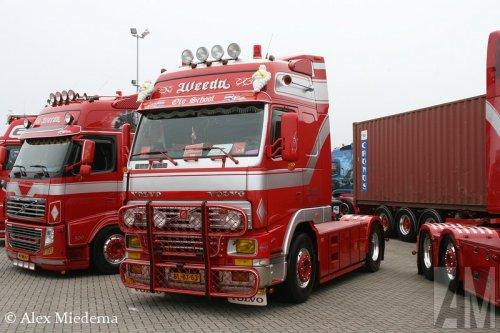 Foto van een Volvo FH12 1st gen.. Geplaatst door Alex Miedema op 30-07-2014 om 12:20:06, op TractorFan.nl - de nummer 1 tractor foto website.