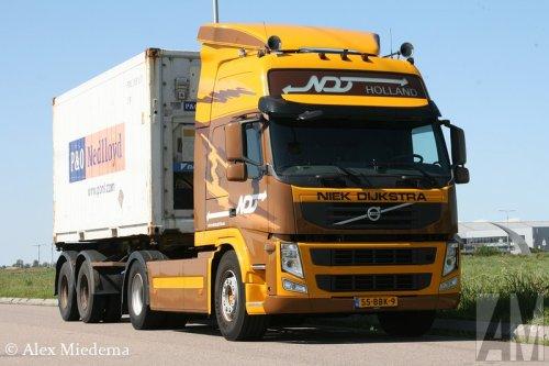 Foto van een Volvo FM 3rd gen, opgebouwd voor containertransport.. Geplaatst door Alex Miedema op 26-08-2014 om 17:44:00, op TractorFan.nl - de nummer 1 tractor foto website.