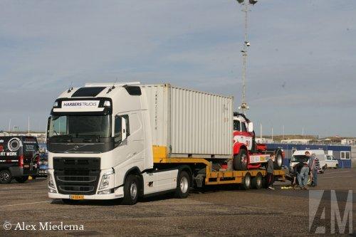 Foto van een Volvo FH 4th gen, opgebouwd voor autotransport.. Geplaatst door Alex Miedema op 23-10-2014 om 12:50:14, op TractorFan.nl - de nummer 1 tractor foto website.