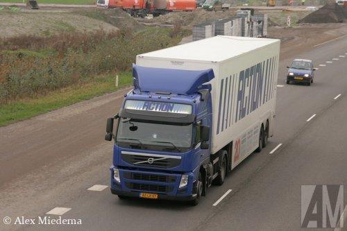 Foto van een Volvo FM 3rd gen, opgebouwd met gesloten opbouw.. Geplaatst door Alex Miedema op 04-11-2014 om 19:06:56, op TractorFan.nl - de nummer 1 tractor foto website.