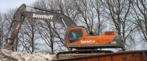 Dikke volvo EC460 van boverhoff heerde aan het slopen in hardenberg. woest kraantje :D. Geplaatst door hermanjohndeere op 13-12-2010 om 16:03:26, op TractorFan.nl - de nummer 1 tractor foto website.