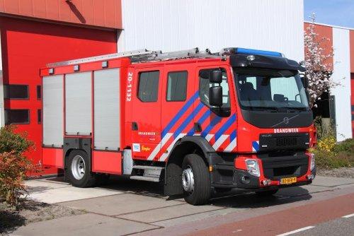 Foto van een Volvo FE 2nd gen, opgebouwd als brandweer.. Geplaatst door René op 28-05-2015 om 22:18:35, op TractorFan.nl - de nummer 1 tractor foto website.