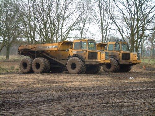 Foto van een Volvo A25C, bezig met dumperen. Dirk oosterhuis aan het dumperen op de Dwingelerheide.. Geplaatst door bart99 op 26-03-2013 om 17:23:28, op TractorFan.nl - de nummer 1 tractor foto website.
