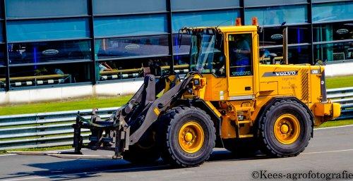 Volvo L70D op Truckstar-Festival op het TT-Circuit in Assen. Geplaatst door kees-steyr op 26-07-2014 om 21:43:58, met 5 reacties.