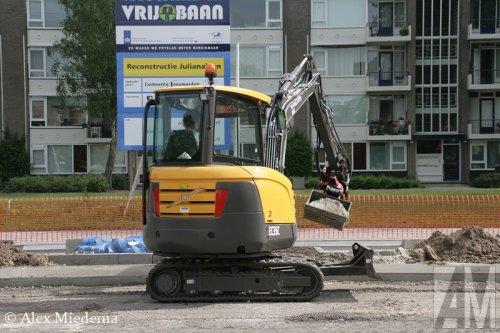 Foto van een Volvo EC 35 C.. Geplaatst door Alex Miedema op 07-07-2015 om 13:53:21, op TractorFan.nl - de nummer 1 tractor foto website.