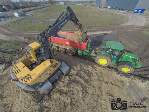 Loon - Grondverzetbedrijf Derks B.V Haps.. Geplaatst door Tvdc Fotografie op 20-02-2016 om 23:48:03, op TractorFan.nl - de nummer 1 tractor foto website.