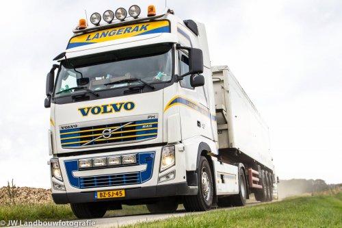 Foto van een Volvo FH 3rd gen, opgebouwd als open laadbak.. Geplaatst door deerefan op 31-03-2014 om 01:33:29, op TractorFan.nl - de nummer 1 tractor foto website.