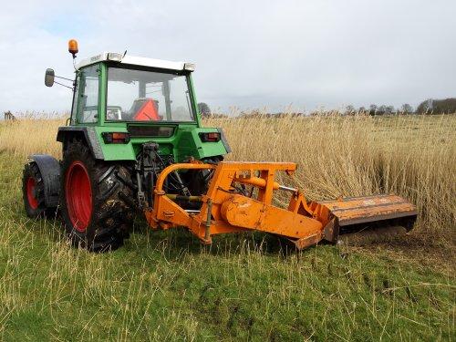 Foto van een Votex Klepelmaaier, bezig met riet maaien.. Geplaatst door Angelo368 op 12-04-2015 om 17:48:23, op TractorFan.nl - de nummer 1 tractor foto website.