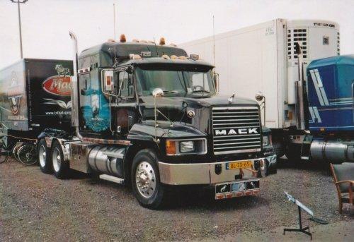 vrachtwagen Mack Wallpaper