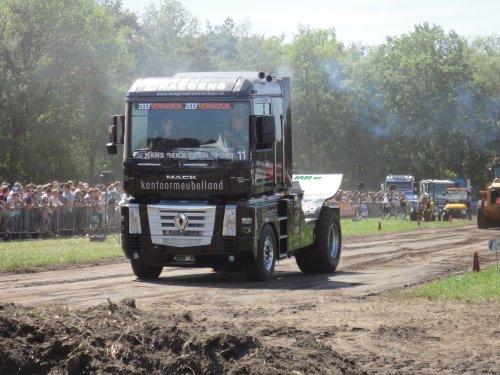vrachtwagen Renault Wallpaper