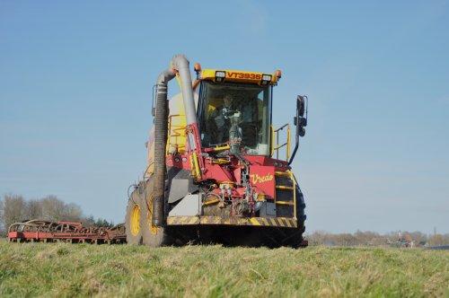 De Graaf Leutingewolde van de week ook weer baantjes aan het trekken.. Geplaatst door SiegerJD op 18-03-2017 om 20:01:54, op TractorFan.nl - de nummer 1 tractor foto website.