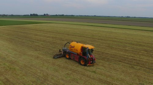 Eerste foto met mn nieuwe drone! Vredo in actie.. Geplaatst door fendt815 op 06-06-2017 om 17:26:29, op TractorFan.nl - de nummer 1 tractor foto website.