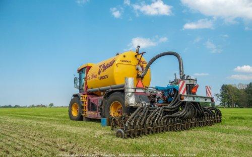 Loonbedrijf de West met hun Vredo VT 2516.. Geplaatst door Simco vd Deure op 26-10-2017 om 10:19:20, op TractorFan.nl - de nummer 1 tractor foto website.