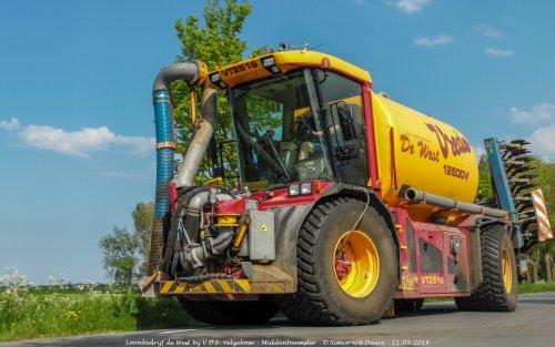 Loonbedrijf de West met hun Vredo VT 2516.. Geplaatst door Simco vd Deure op 26-10-2017 om 10:19:23, op TractorFan.nl - de nummer 1 tractor foto website.