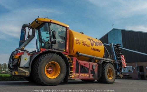 Loonbedrijf de West met hun Vredo VT 2516.. Geplaatst door Simco vd Deure op 26-10-2017 om 10:19:26, op TractorFan.nl - de nummer 1 tractor foto website.