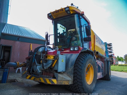 Loonbedrijf de West met hun Vredo VT 2516.. Geplaatst door Simco vd Deure op 26-10-2017 om 10:19:38, op TractorFan.nl - de nummer 1 tractor foto website.