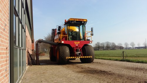 Foto van een Vredo VT 1806. Geplaatst door tone29 op 24-12-2017 om 19:25:35, op TractorFan.nl - de nummer 1 tractor foto website.