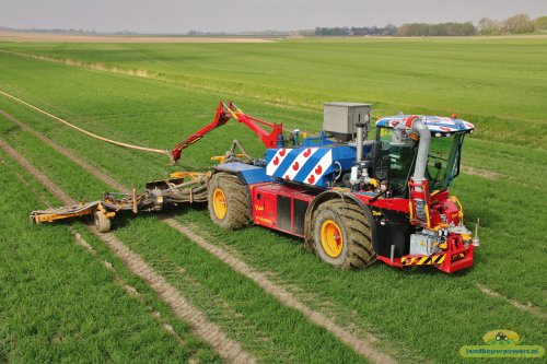 Loonbedrijf Fa. Wassenaar/Mestweg met de Vredo aan het sleepslangen. Geplaatst door ronaldclaas op 29-04-2018 om 20:21:01, op TractorFan.nl - de nummer 1 tractor foto website.