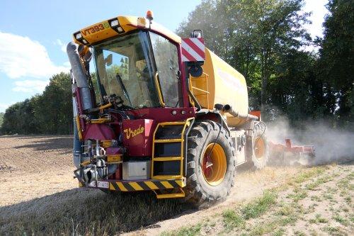 Foto van een Vredo VT 3936 Van loonbedrijf Vanvinckenroye uit Piringen(B). Geplaatst door dwho926 op 23-07-2018 om 06:45:43, op TractorFan.nl - de nummer 1 tractor foto website.