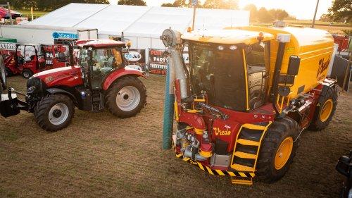 Hier zie je Loonbedrijf Van Gessel (/) × met een Vredo VT 4546.. Geplaatst door deerefan op 14-08-2018 om 15:22:16, op TractorFan.nl - de nummer 1 tractor foto website.