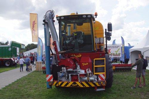 Foto van een Vredo VT 4556. Geplaatst door jans-eising op 27-11-2018 om 21:08:12, op TractorFan.nl - de nummer 1 tractor foto website.