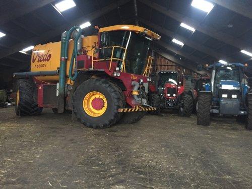 de Vredo klaar maken voort het komende mestseizoen!. Geplaatst door JBouwman op 19-01-2019 om 22:34:24, op TractorFan.nl - de nummer 1 tractor foto website.