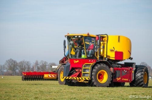 Phoah! Wat blijven dat machtige machines!  Vredo VT 4546 met 25000z opleggertank Loonbedrijf Van Den Hout - Diessen (NL)