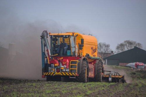 Loonbedrijf Van Raak met een Vredo VT 4556. Geplaatst door jd7920 op 11-02-2020 om 21:12:32, op TractorFan.nl - de nummer 1 tractor foto website.