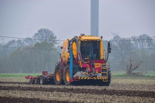 Loonbedrijf Van Raak met een Vredo VT 3936. Geplaatst door jd7920 op 11-02-2020 om 21:12:37, op TractorFan.nl - de nummer 1 tractor foto website.