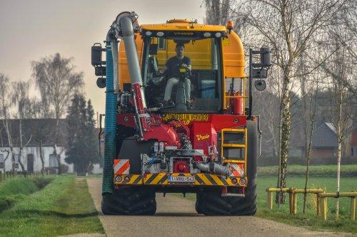Loonbedrijf Geudens met een Vredo VT 4556. Geplaatst door jd7920 op 18-03-2020 om 19:12:16, op TractorFan.nl - de nummer 1 tractor foto website.