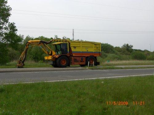 Een foto van een Vredo VT 2716 bezig met gras maaien. Geplaatst door  op 17-05-2009 om 22:04:48, op TractorFan.nl - de nummer 1 tractor foto website.