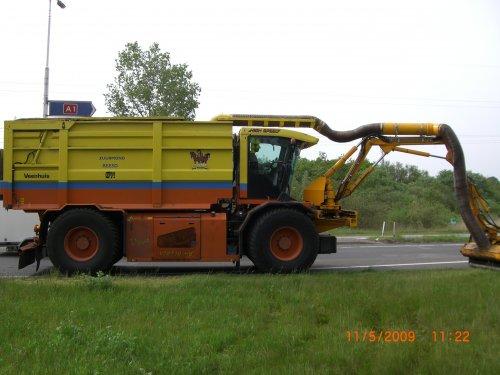 Een foto van een Vredo VT 2716 bezig met gras maaien. Geplaatst door  op 17-05-2009 om 22:06:37, op TractorFan.nl - de nummer 1 tractor foto website.