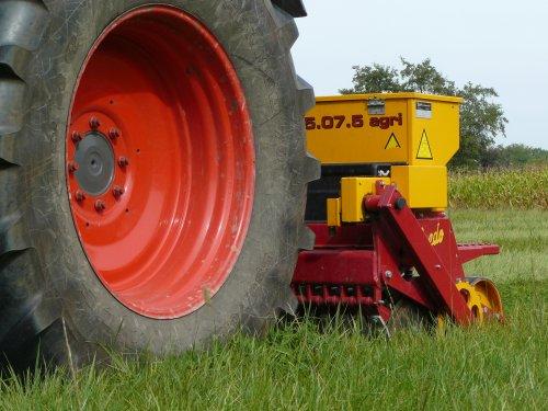 Foto van een Vredo Doorzaaimachine, bezig met zaaien.. Geplaatst door fendt-714 op 05-11-2012 om 23:34:32, op TractorFan.nl - de nummer 1 tractor foto website.
