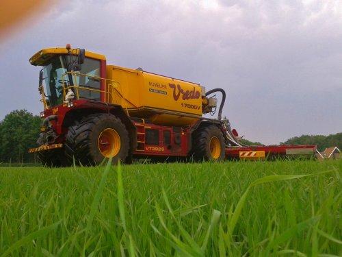 Grasland bemesten, loonbedrijf Nijmeijer Kuipers Ootmarsum. Geplaatst door Hendriks op 22-06-2013 om 19:33:00, op TractorFan.nl - de nummer 1 tractor foto website.