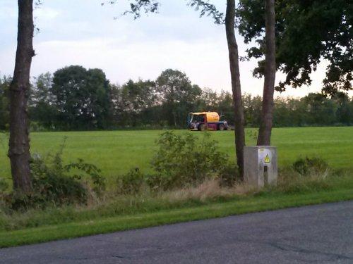 Foto van een Vredo VT 2516, bezig met bemesten.. Geplaatst door nickfendtwee op 24-08-2014 om 13:06:02, op TractorFan.nl - de nummer 1 tractor foto website.